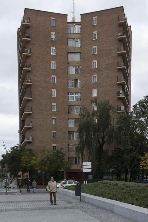 El edificio situado en el número 2 de la Avenida del Manzanares.