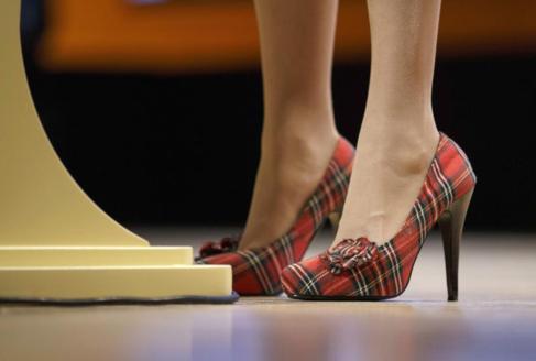 Detalle de los tacones de la ministra principal de Escocia, Nicola...
