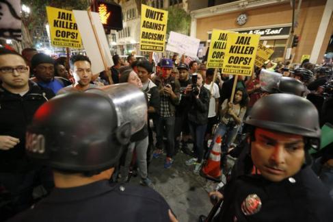 Manifestación, ayer, en Los Ángeles para protestar por la violencia...