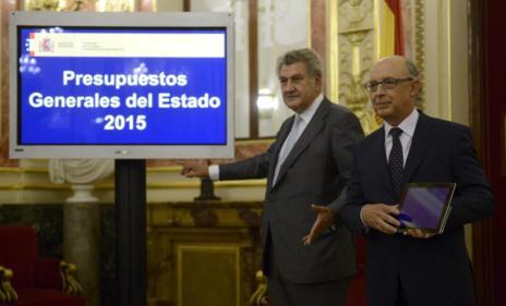 Cristóbal Montoro y Jesús Posada en la presentación de los PGE de España de 2015