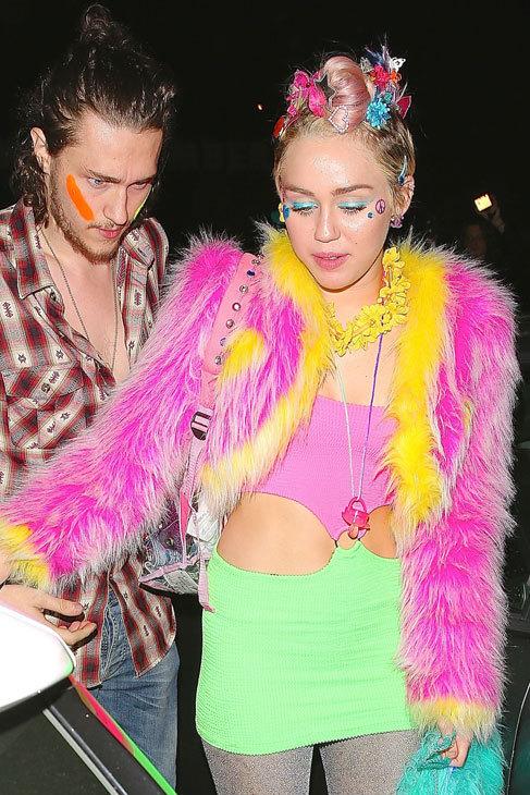 Del estilismo multicolor, eso sí de Chanel, que Miley Cyrus llevó en...