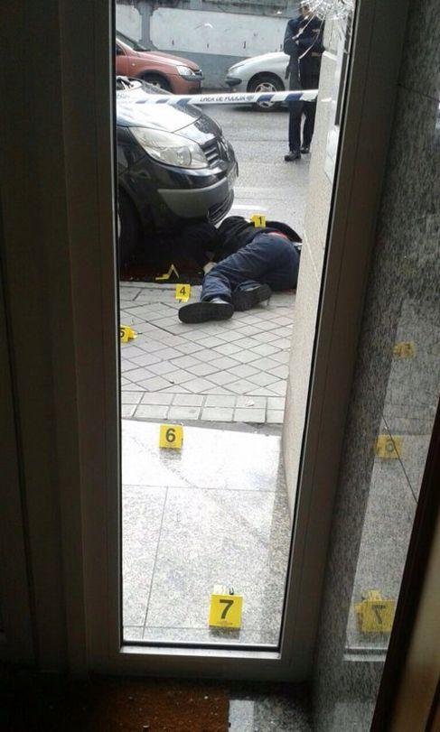 El atracador fallecido durante el tiroteo.