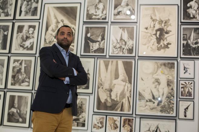 El artista Manuel León, en su exposición del CAC. CARLOS DÍAZ