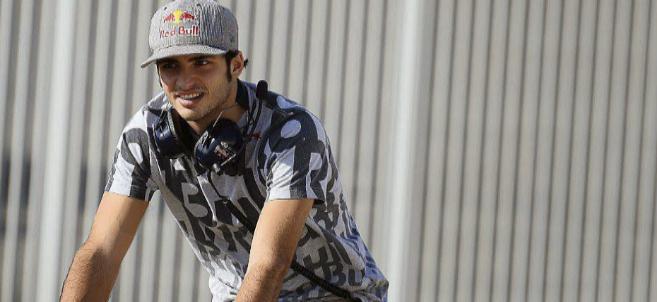 Carlos Sáinz Jr. en  los test de postemporada con Red Bull.