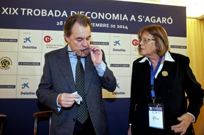 El presidente de la Generalitat, Artur Mas, junto a Anna Balletbò