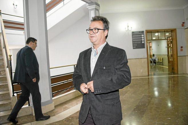 Francisco Cano, imputado, llegando sin letrado a los Juzgados.