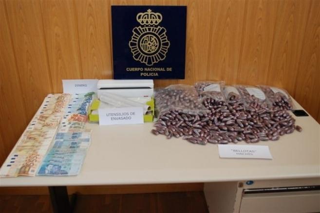 Droga, dinero y utensilios intervenidos por la Policía Nacional...