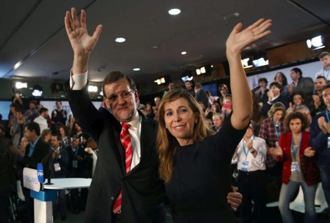 El presidente del Gobierno, Mariano Rajoy, y la líder del PP...