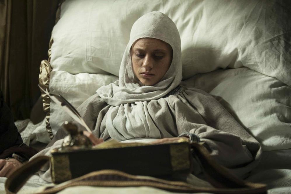 Michelle Jenner ha interpretado a la reina Isabel durante estas tres...