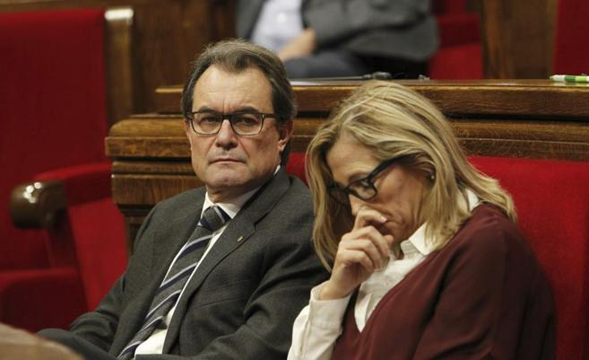 Artur Mas con Joana Ortega durante un pleno parlamentario.