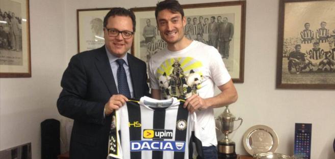 Riera, el día que fichó por el Udinese.