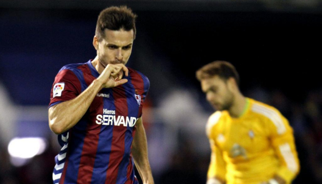 Manu del Moral celebra el gol de la victoria del Eibar.