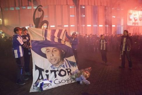 Aficionados de la Real, en memoria de Aitor Zabaleta, en 2013.