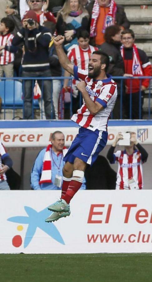 Arda Turan celebra el segundo gol en el Calderón.