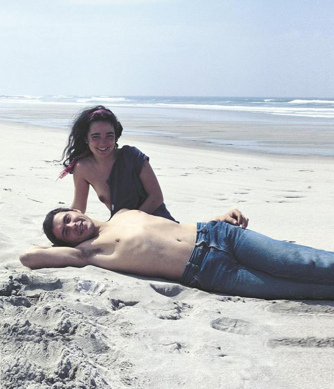 Nicolás Herrero y Xulia Alonso, en la playa de Afife, Portugal...