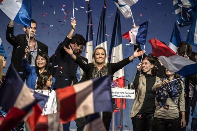 La líder del FN, Marine Le Pen, tras su discurso en el congreso del...