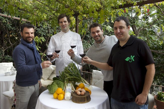 De izq. a dcha.: Raül Navarro, el chef Xavier Sala, Alberto Ferrero...