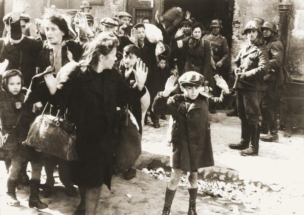 Fotografía del gueto de Varsovia en 1943.