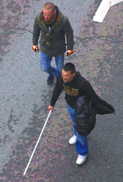 Dos ultras del Depor, el pasado domingo, en la avenida del Manzanares.
