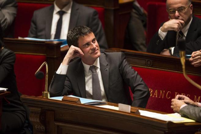 El primer ministro francés, Manuel Valls, asiste al pleno de la...