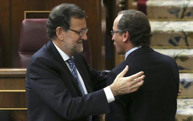 Mariano Rajoy saluda a Alfonso Alonso, el pasado jueves en el...