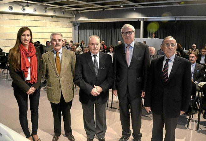 El presidente de Sa Nostra, Fernando Alzamora (dcha.) junto a José...