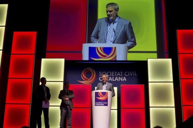 En un miting de la Societat Civil Catalana en el Teatro Victoria de...