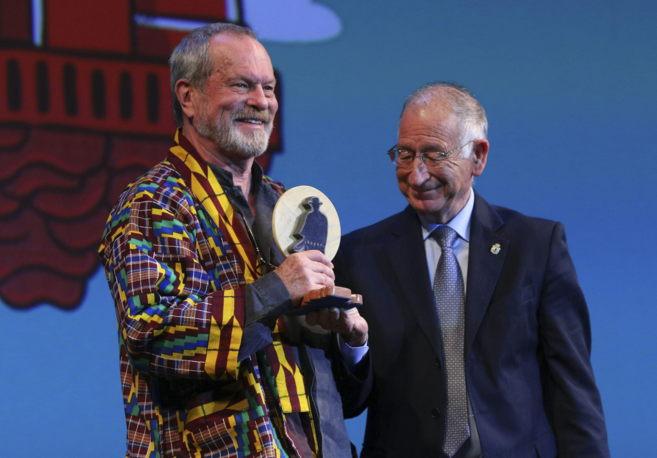 Terry Gilliam recibe un premio durante la gala del XIII Festival de...