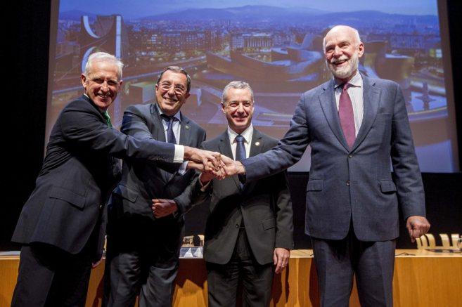 De izquierda a derecha Juan Ignacio Vidarte, José Luis Bilbao, el...