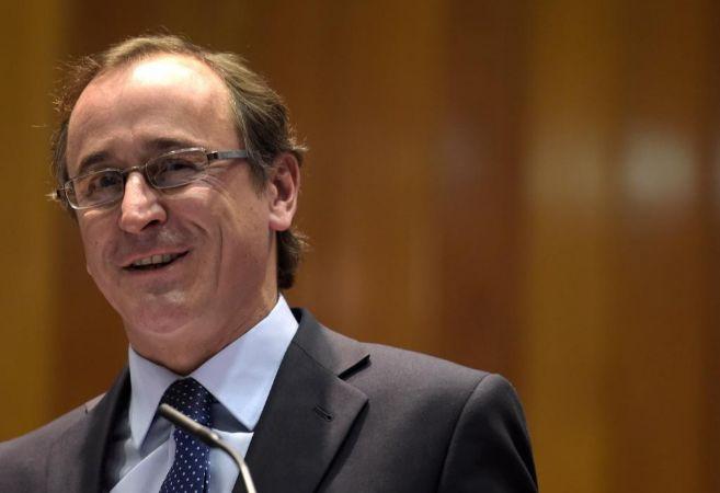 Alfonso Alonso ayer, durante su juramento como Ministro de Sanidad en...