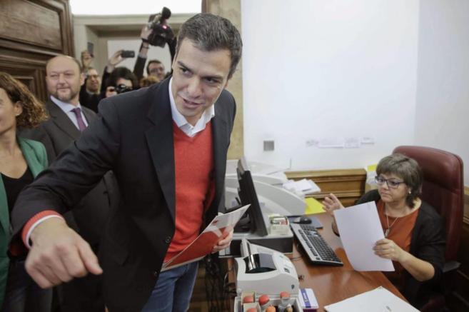 Sánchez ha registrado en el Congreso la petición.
