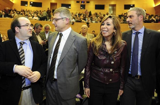 Miquel Iceta y Alicia Sánchez-Camacho junto a los líderes de...
