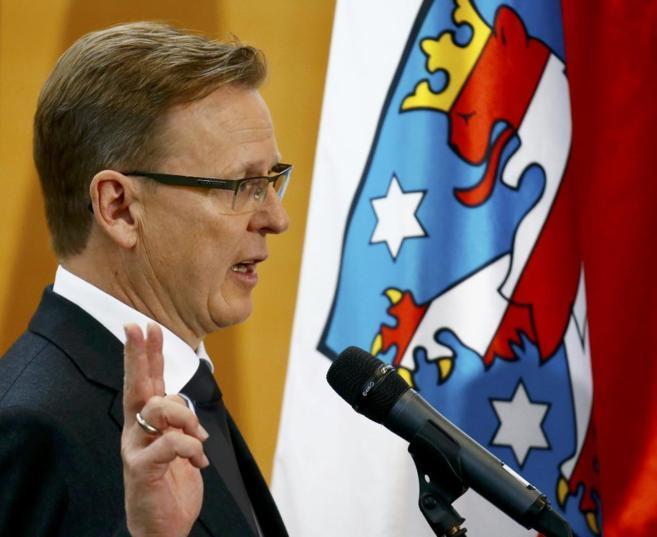El flamante presidente regional Bodo Ramelow jura su cargo en Erfurt.