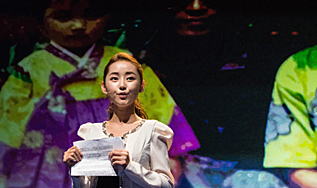 Yeonmi en el Forum de la Libertad en Oslo.