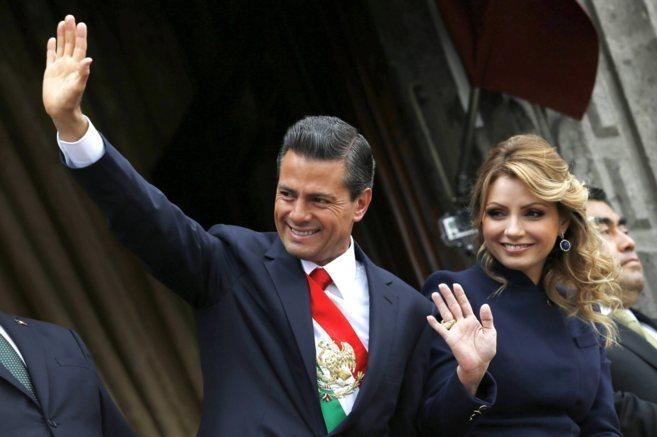 El presiente Peña Nieto junto a su mujer, Angélica Rivera.