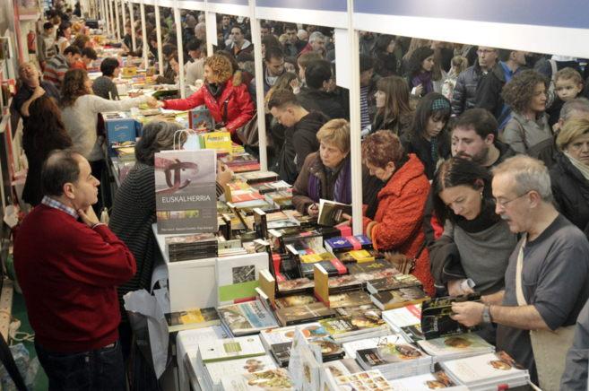 Un gran número de personas visitan la 49 edición de la feria de...