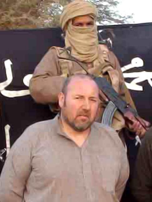Serge Lazarevic, junto a un miembro de Al Qaeda en el Magreb...