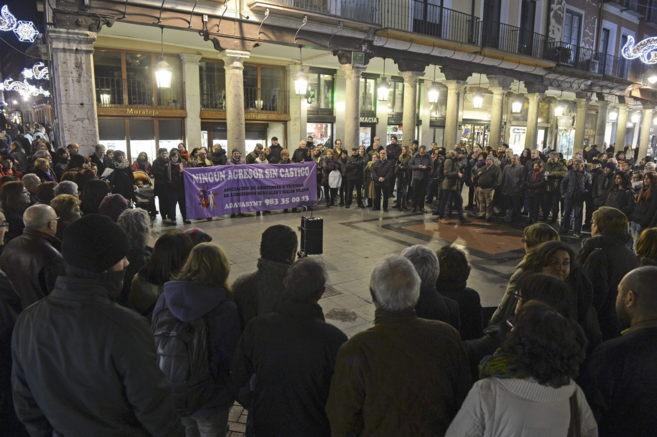 Concentración en Valladolid para condenar el asesinato de dos...