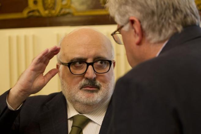 En la foto, Valentí Puig hablando junto al conseller Mascarell.