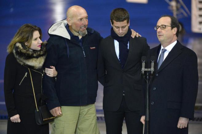 Serge Lazarevic (izda) posa junto a su hija, Clement Verdon (hijo de...