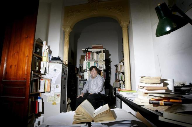 El historiador David Garrido en el despacho en el que habitualmente...