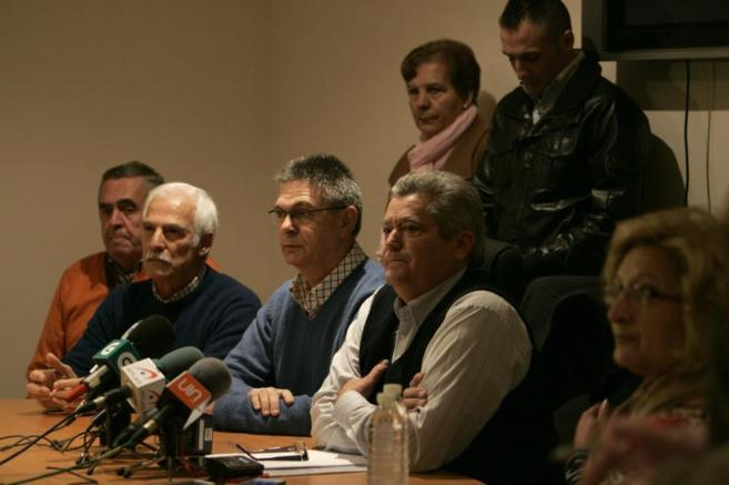 Algunas de las víctimas de la orden, en la rueda de prensa ofrecida...