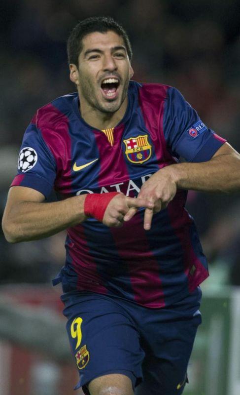 Luis Suárez festeja su gol al PSG en el Camp Nou.