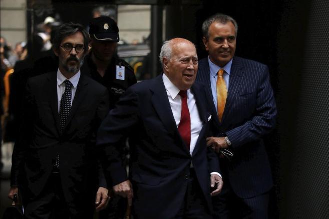 El ex tesorero del PP Álvaro Lapuerta saliendo de la Audiencia...