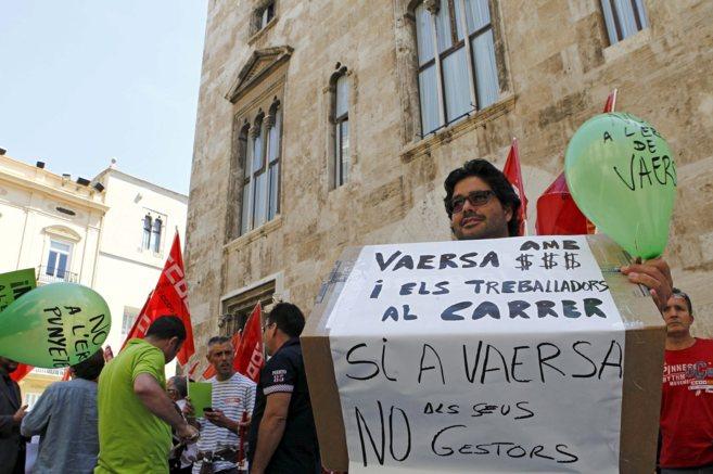 Trabajadores de Vaersa durante una protesta frente al Palau de la...