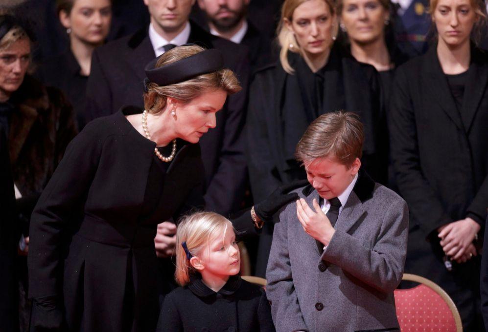La reina Matilde, con sus hijos Leonor y Gabriel de Bélgica, este...