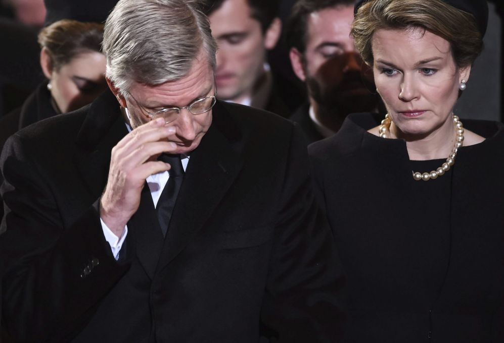Los reyes Felipe y Matilde de Bélgica, en la segunda misa que se ha...