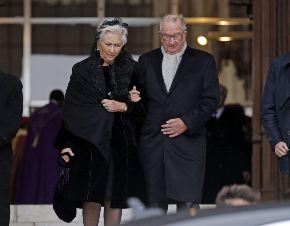 Los reyes Alberto II y Paola, tras la misa en Laeken.