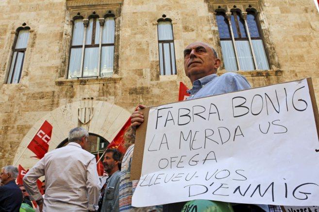 Afectados por el ERE de Vaersa en una protesta ante las puertas del...
