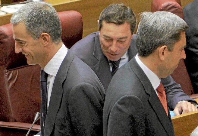 Ricardo Costa y Vicente Rambla se cruzan en las Cortes Valencianas.